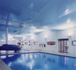 Spanndecke im Schwimmbad