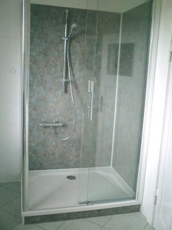 wandpaneele in der dusche. Black Bedroom Furniture Sets. Home Design Ideas