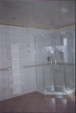 Echtglasdusche und Handtuchheizkörper